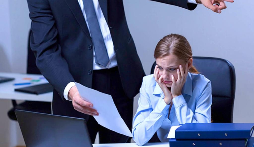 Что будет за незаконное увольнение работника{q} Виды ответственности