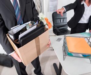 Как осуществляется увольнение работника по его собственной инициативе в течение испытательного срока